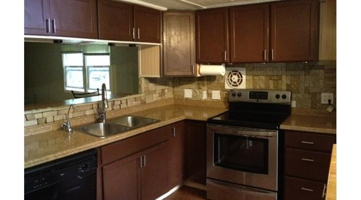 kitchen before mobile home remodel
