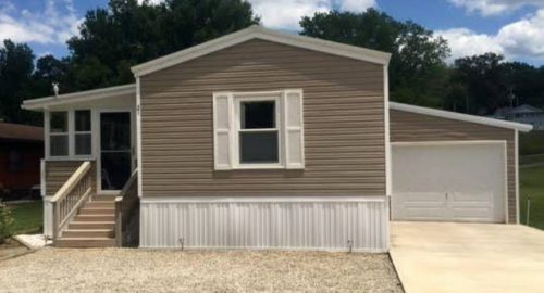 Mobile Homes for Sale - Lakefront single wide