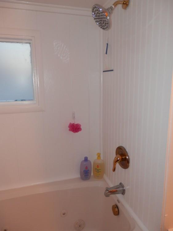bathtub before mobile home remodel
