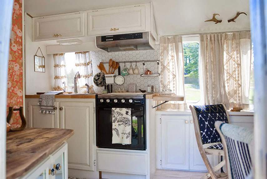 Small Airstream Trailer >> 15 Awesome Airstream Interiors
