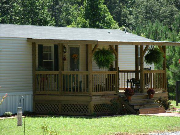 45 great manufactured home porch designs for Single wide mobile homes with front porches