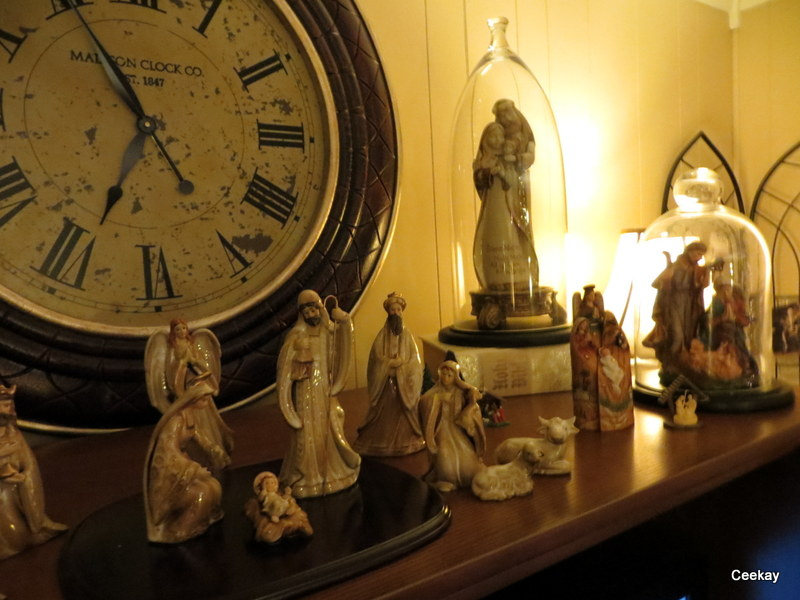 Manufactured Home Holiday Decor Ideas -Living room decorated for Christmas - Nativity Scene