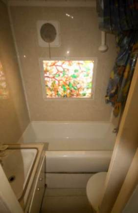 1954 Pacemaker Tri-level Mobile Home Remodel - bathroom after remodel 3