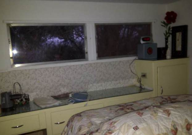 1954 Pacemaker Tri-evel Mobile Home Remodel - bedroom before paint