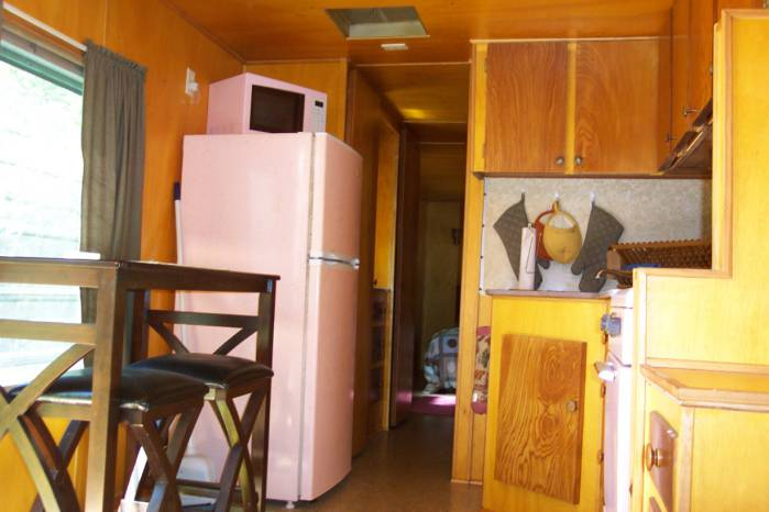 1957 casa manana mobile home - pink kitchen appliances
