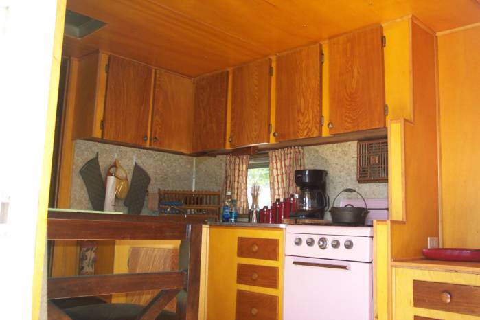 1957 casa manana mobile home - kitchen