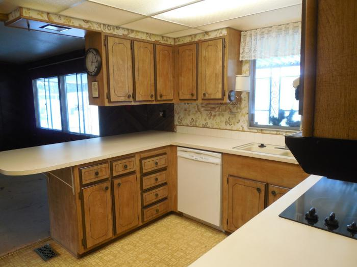 1979 mobile home makeover - Kitchen Before 2
