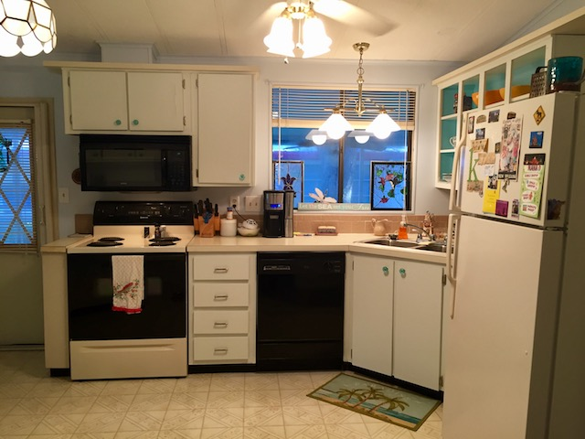 1986 palm harbor single wide makeover - kitchen 2