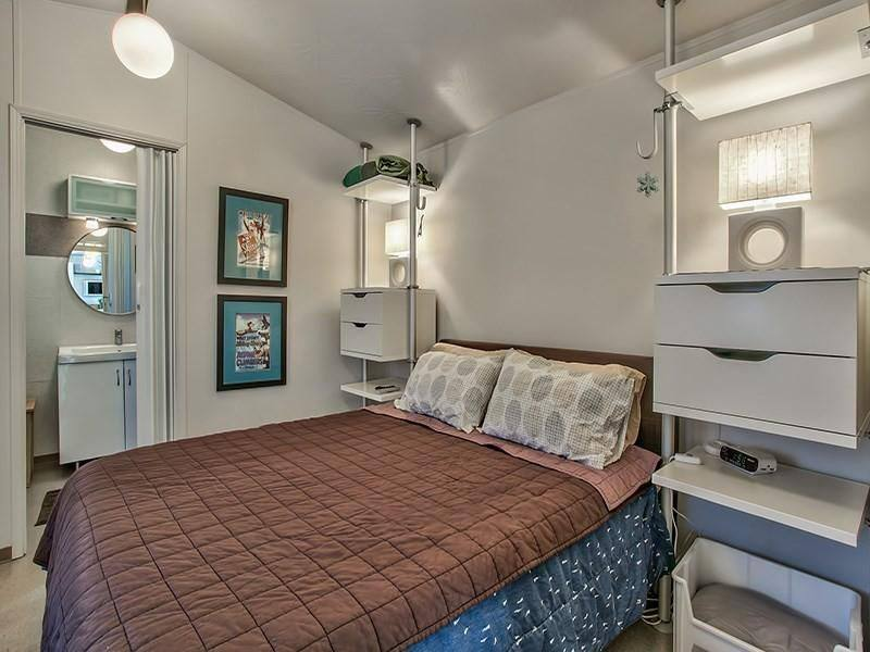 Modern Mobile Home Decor: 2 bedroom 2 bath mobile home for sale in Truckee, CA - Interior - Bathroom