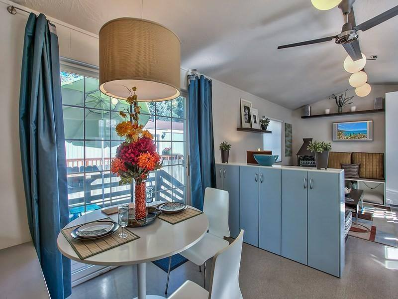 Modern Mobile Home Decor: 2 bedroom 2 bath mobile home for sale in Truckee, CA - Interior - Dining Room