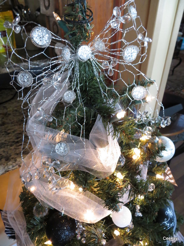 Manufactured Home Holiday Decor Ideas -Living room decorated for Christmas - White Christmas tree 2