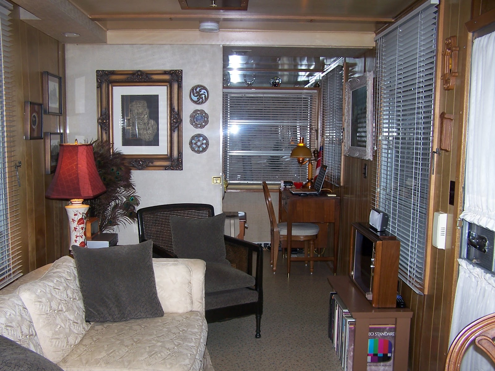 an unbelievable 1959 spartan imperial mansion mobile home living. Black Bedroom Furniture Sets. Home Design Ideas
