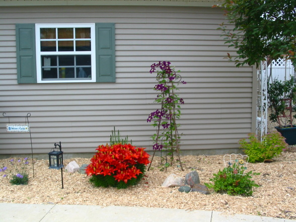 Landscaping ideas for mobile homes mobile manufactured for Home garden ideas