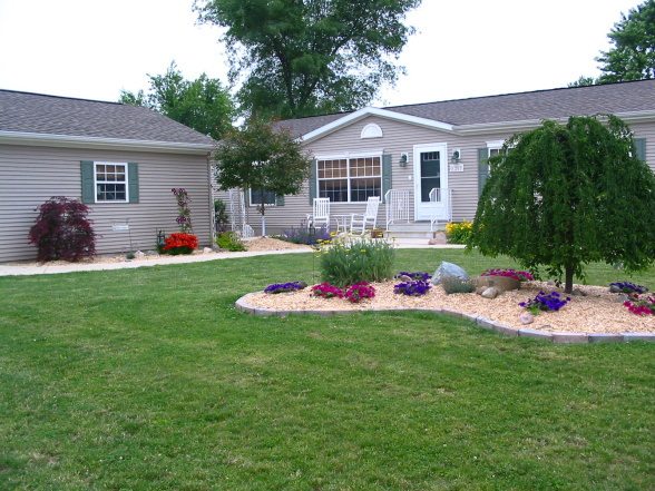 Landscaping ideas for mobile homes mobile manufactured for Home landscaping ideas