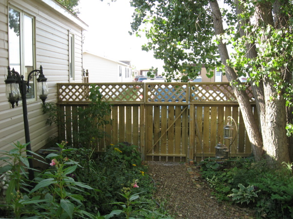 Shady landscaping ideas for manufactured homes
