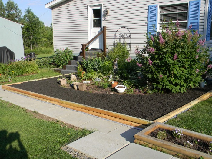 Landscaping ideas for mobile homes mobile home living for Garden design ideas short wide