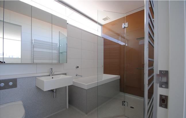 Frameless shower screens for mobile homes mmhl for Showers for mobile homes bathrooms