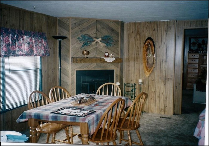 dining room befroe a mobile home makeover