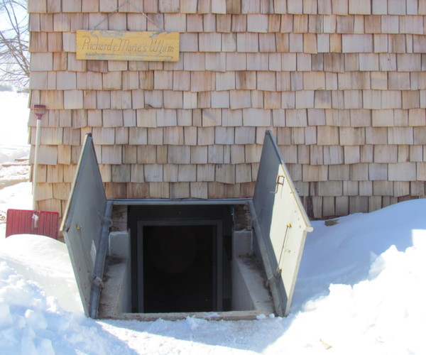 Basements under mobile homes mmhl for Basement double door