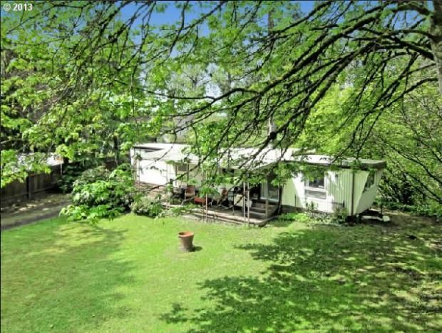Oregon single wide mobile home for sale surrounded by gorgeous green property