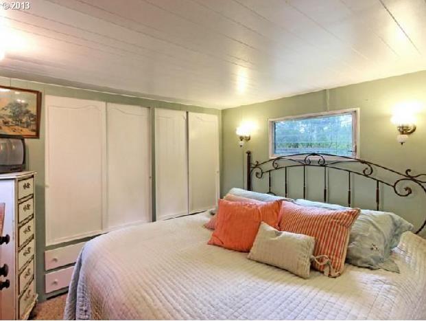 Oregon single wide - beautiful bedroom