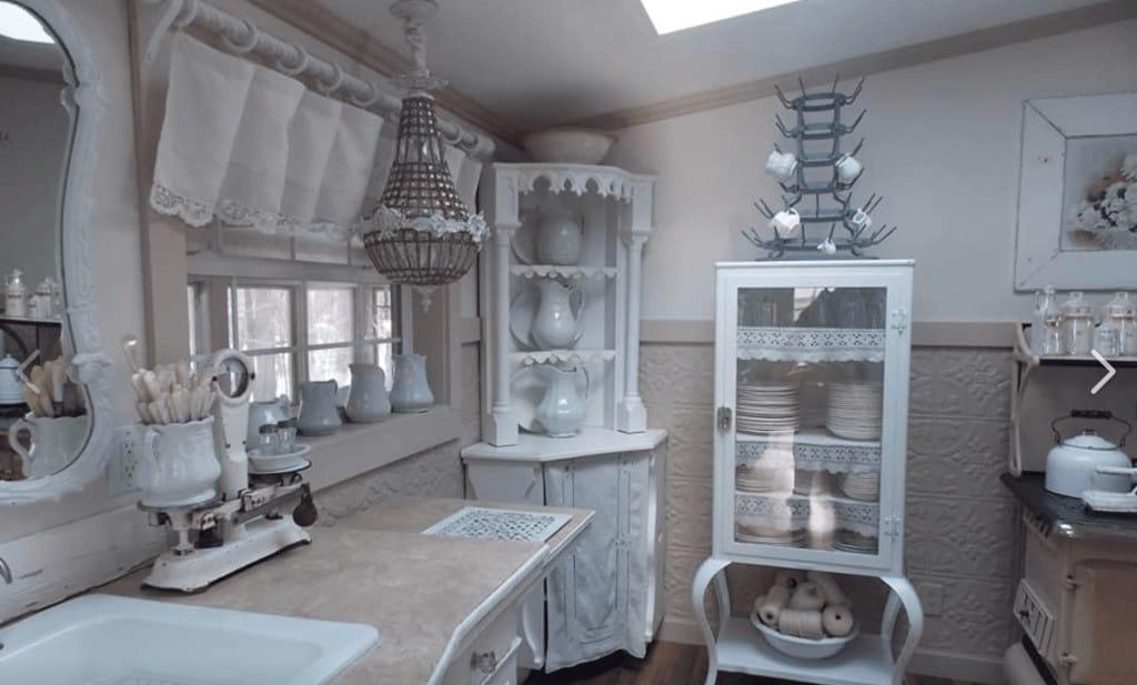 White kitchen primitive richie maureen wright fbg1