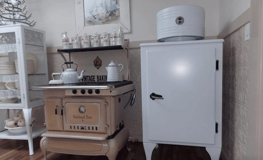 White kitchen primitive richie maureen wright fbg7