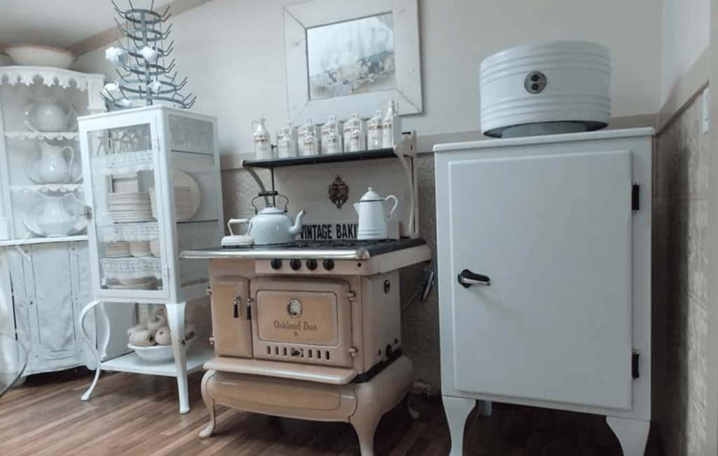 White kitchen primitive richie maureen wright fbg8