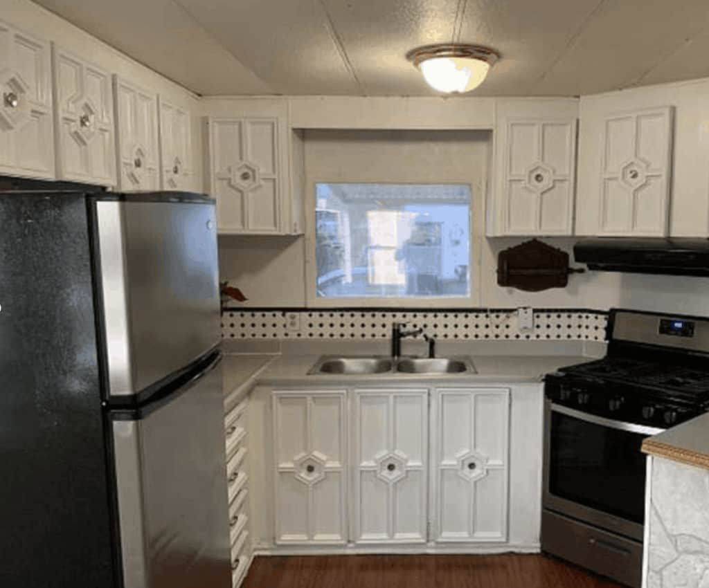 White Kitchen Cabinets In A Mobile Home