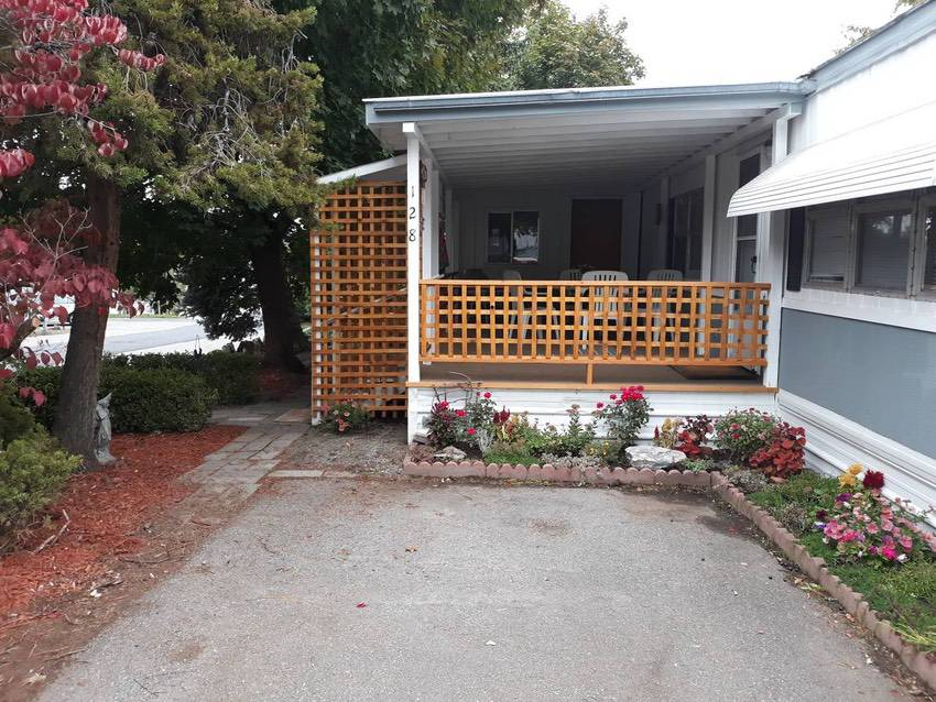 14x 70 Mobile Home 2 Bd 1 Bath In Spokane 49k Porch 2