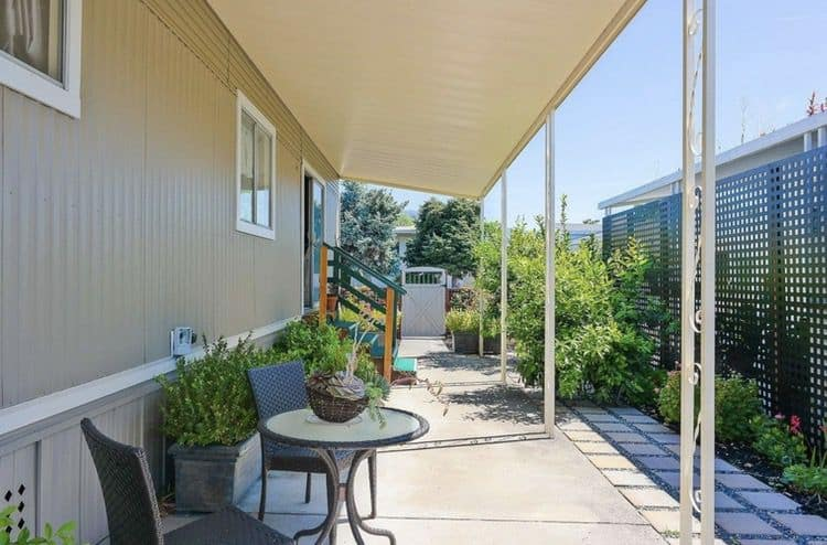 Lattice privacy fence beside mobile home