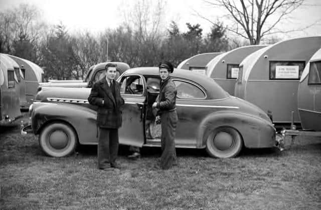 1941-Virginia.-Buying-his-first-trailer
