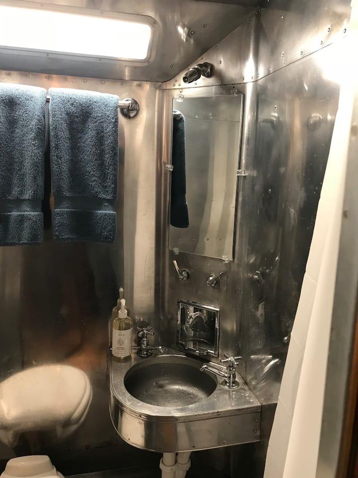 1949 spartan bathroom