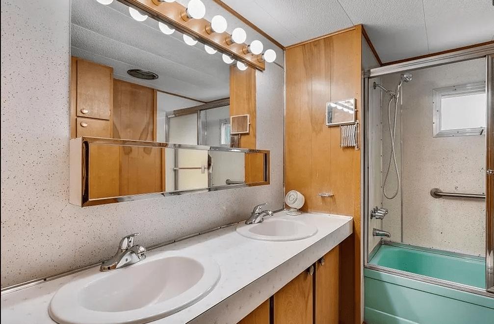 1965 bathroom