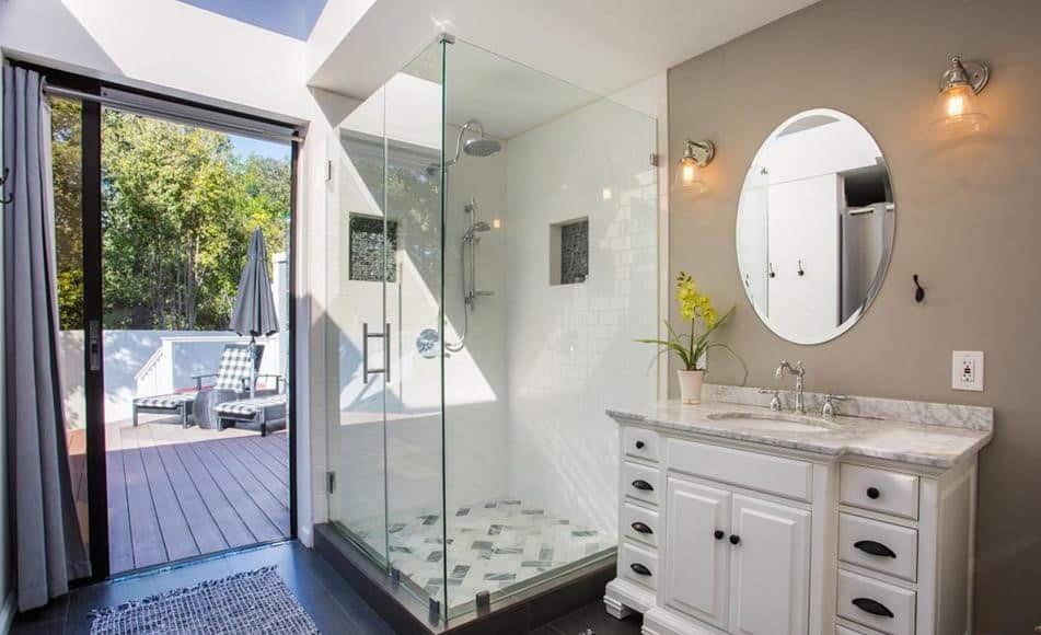 Remodeled double wide bath
