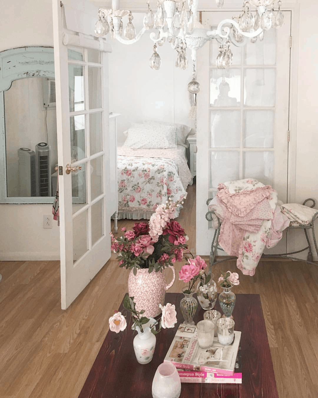 Second-Hand Love: Romantic Shabby Chic Mobile Home 1