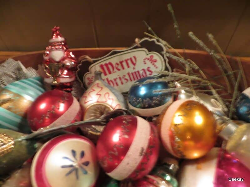 Manufactured Home Holiday Decor: A Very Merry Double Wide