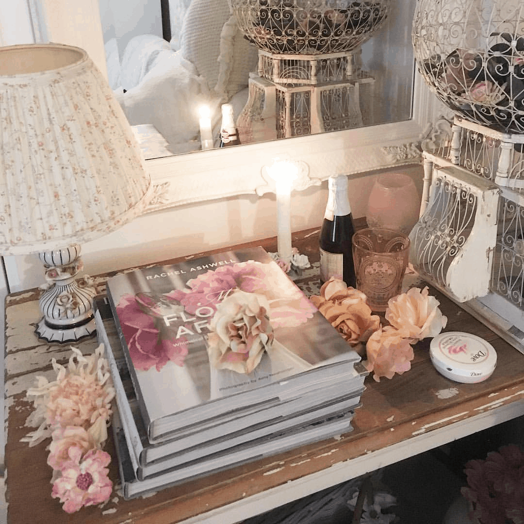 Second-Hand Love: Romantic Shabby Chic Mobile Home 3