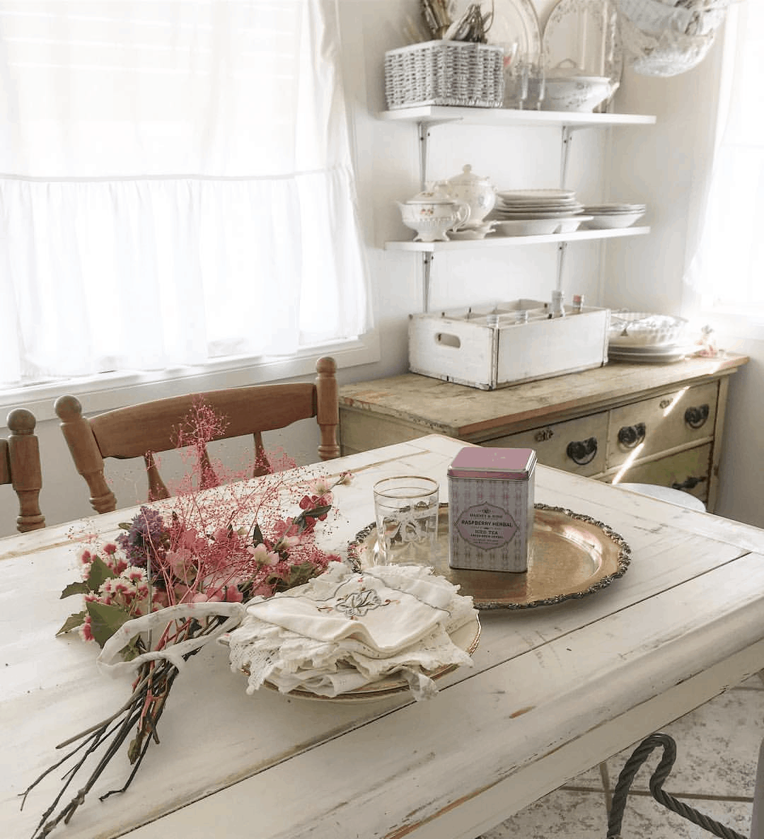 kitchen table in shabby chic mobile home