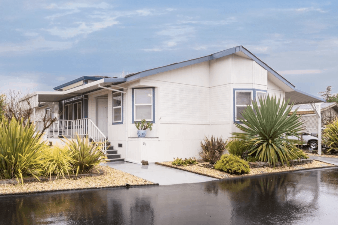 new manufactured home with covered porch