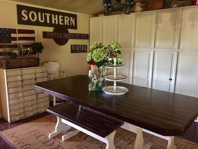 Beautiful farmhouse style dining room in mobile home