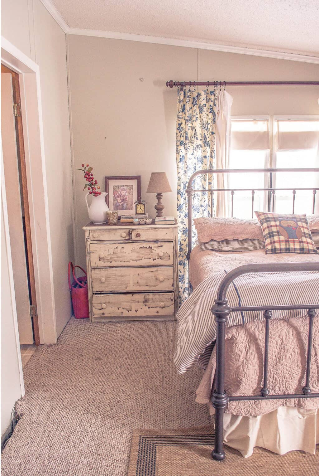 Country Cottage Manufactured Home Decorating ideas- Living Room -  Master Bedroom 4