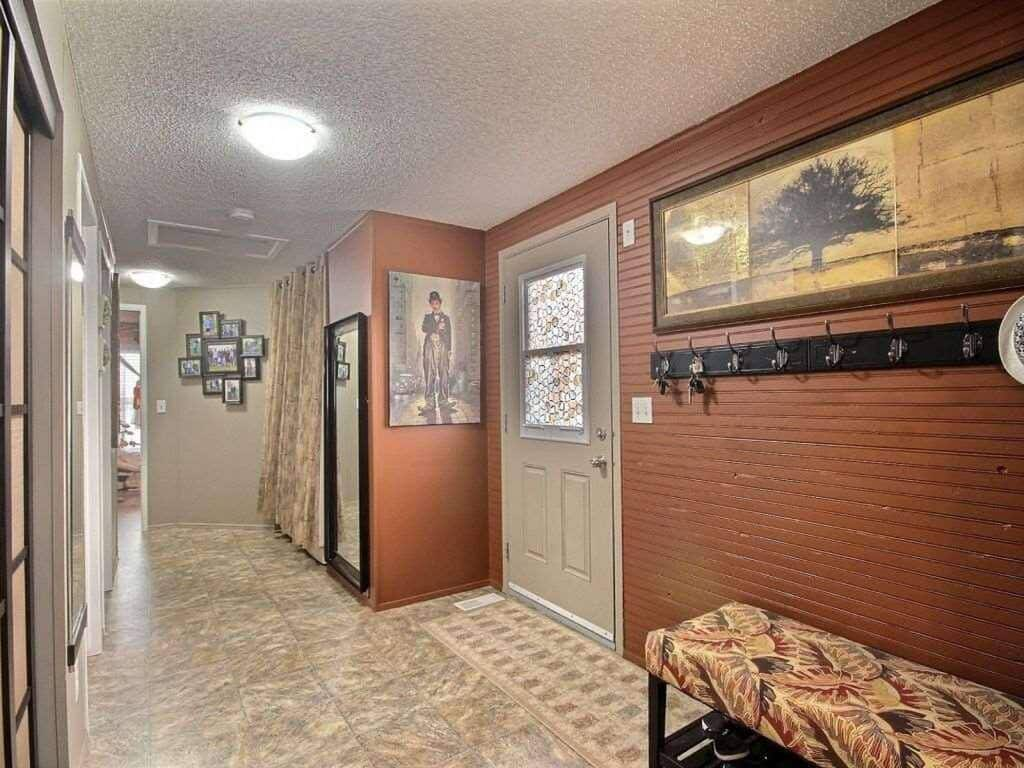 Canadian Mobile Home - 20 foot wide single section homes - entryway