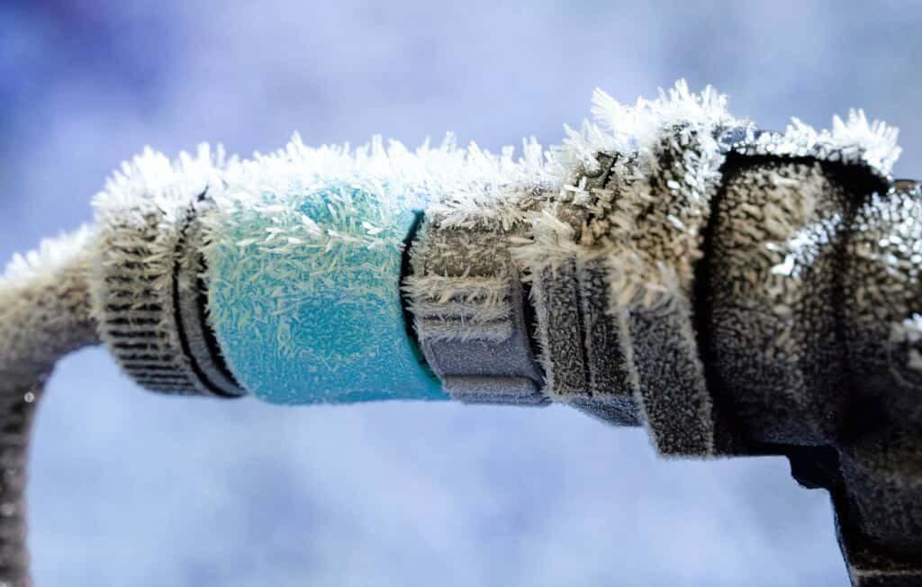 using heat tape on frozen water pipe