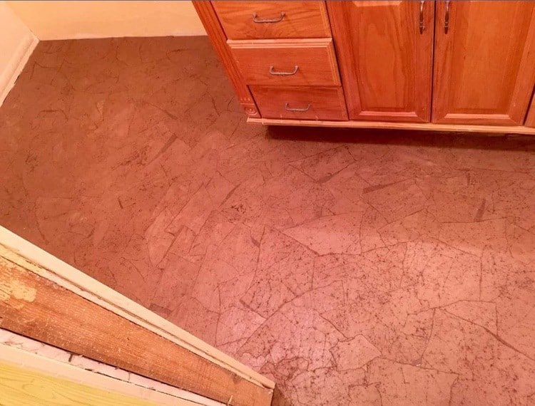 Using paper bags in mobile home bathroom flooring