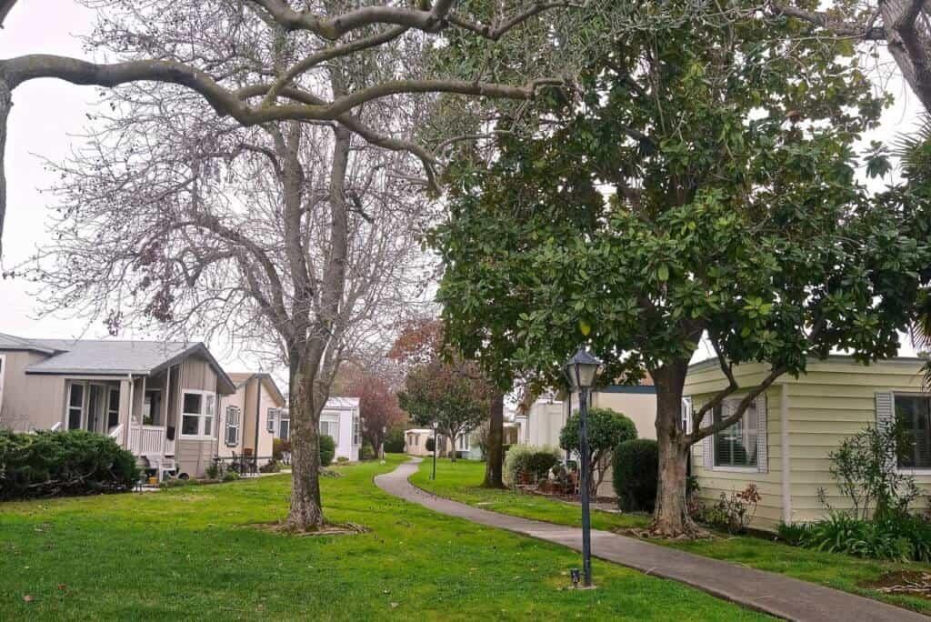 mobile home park advantages and disadvantages