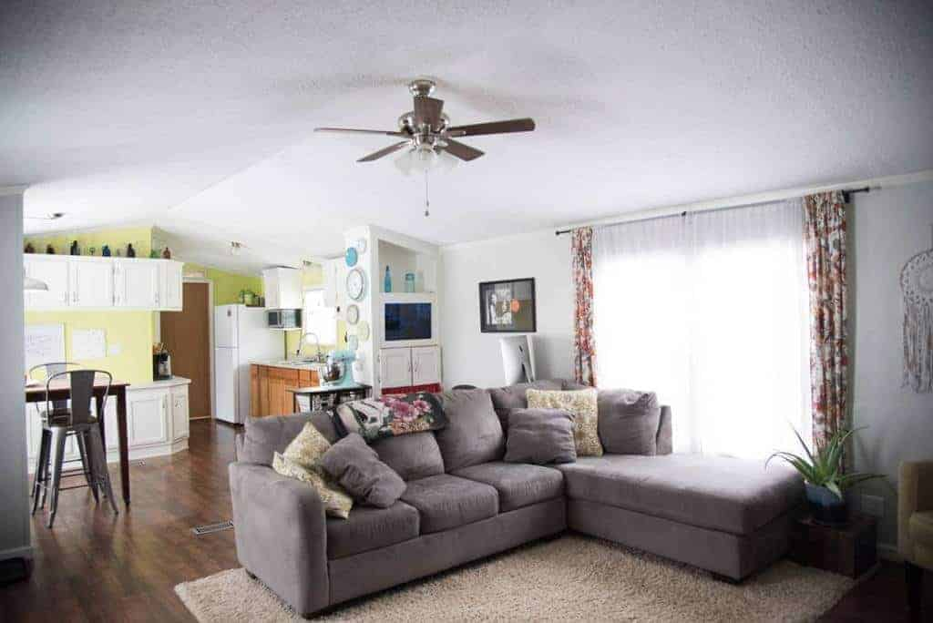 Pa mobile home with cute colorful living room