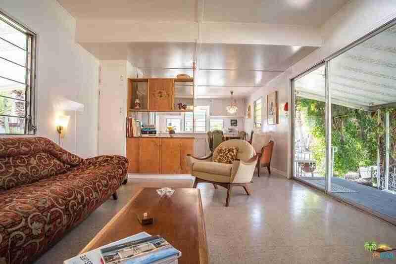 1962 Skyline is a Vintage Mobile Home Beauty - Living Room