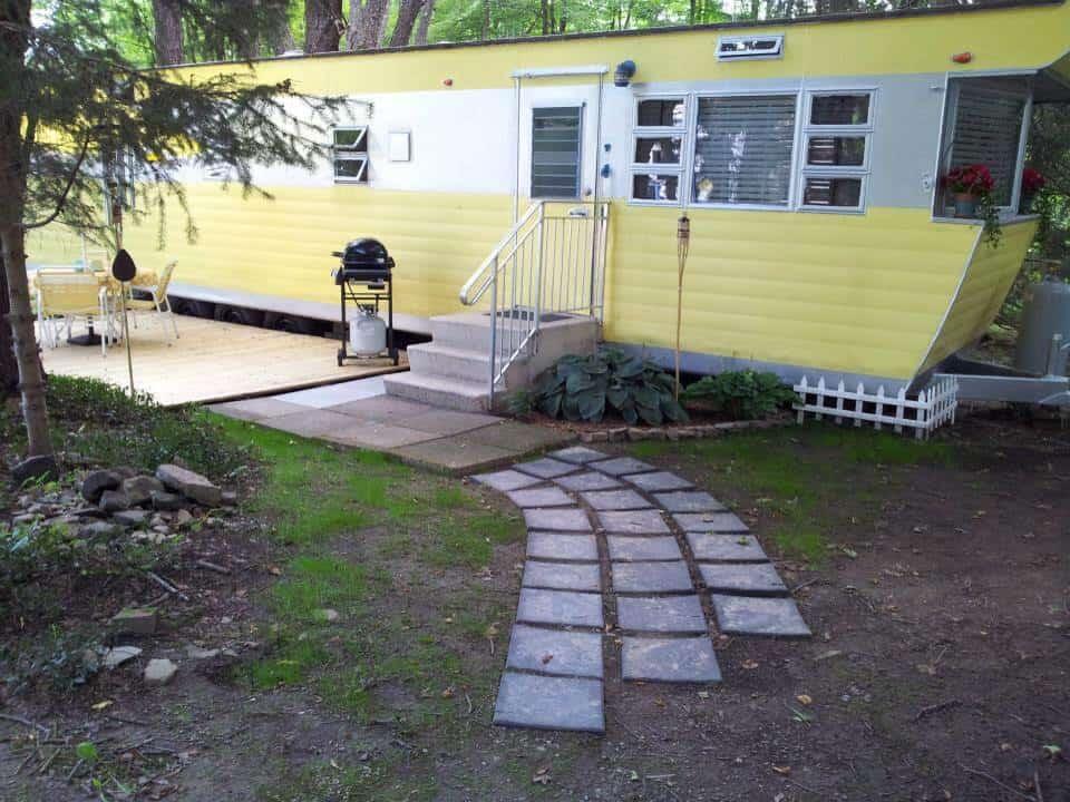 Smoker aritocrat vintage mobile home exterior 4