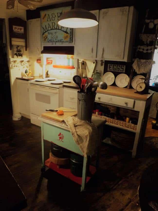 Vintage Farmhouse Decor in a Mobile Home